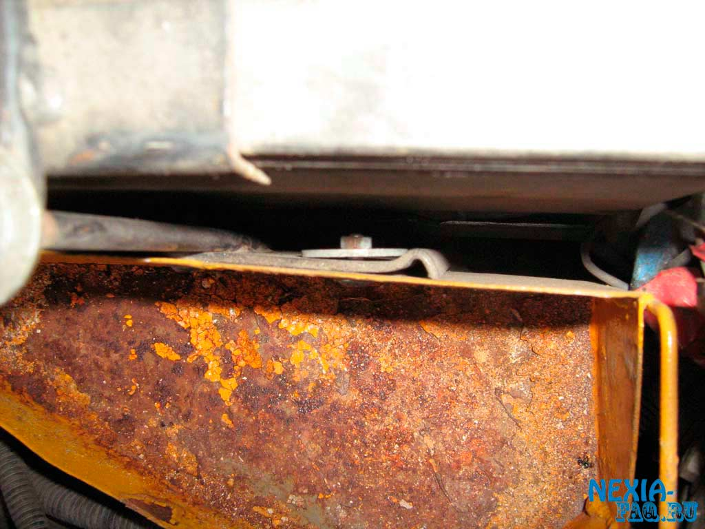 Бачок омывателя под капотом нексии (nexia)