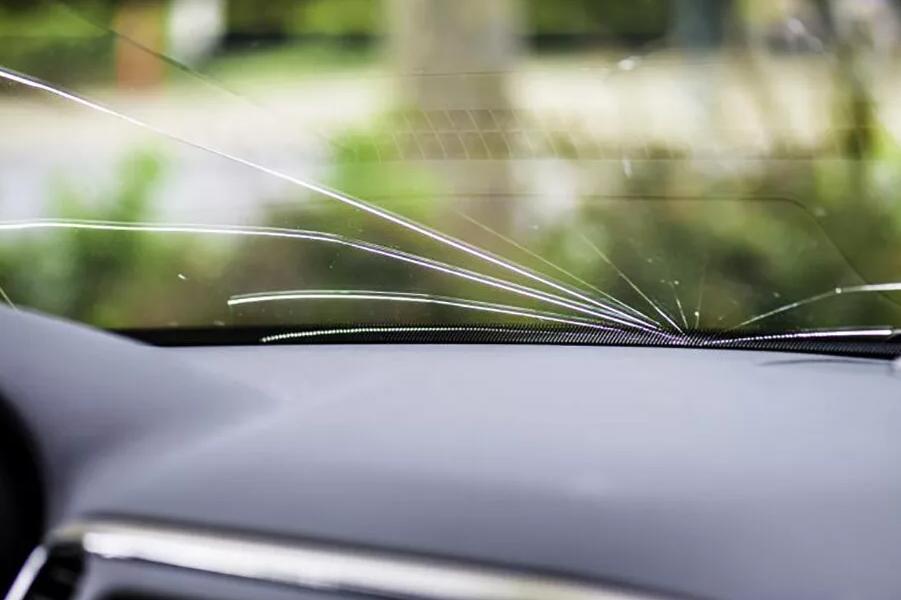 Можно ли поставить на учет автомобиль с трещиной на лобовом стекле в 2021 году