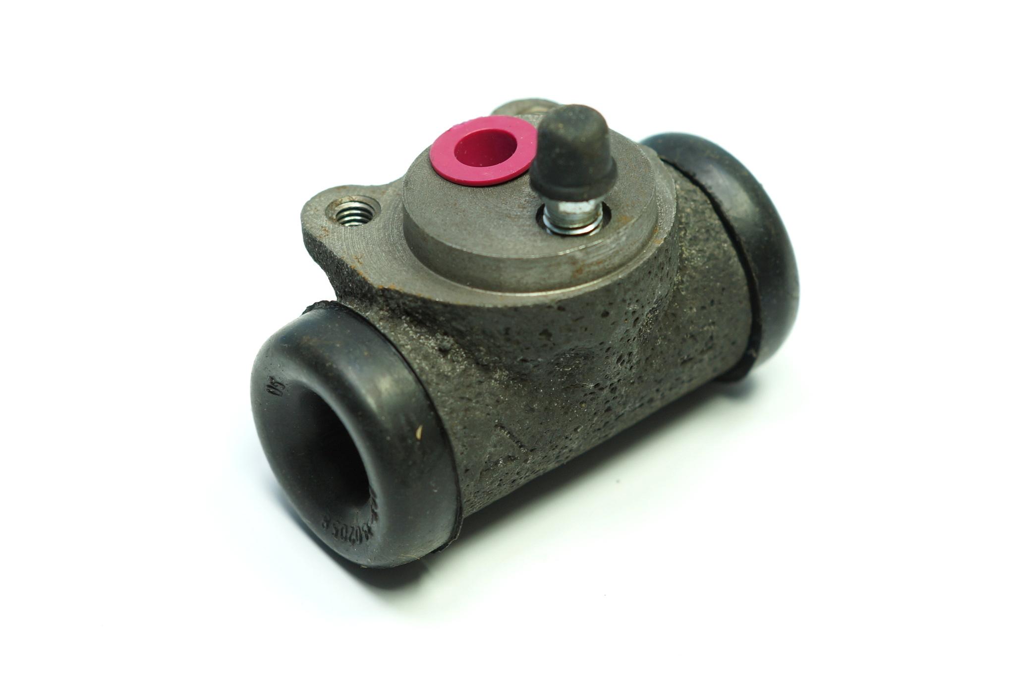 Замена тормозного цилиндра на своем автомобиле без помощи профессионалов